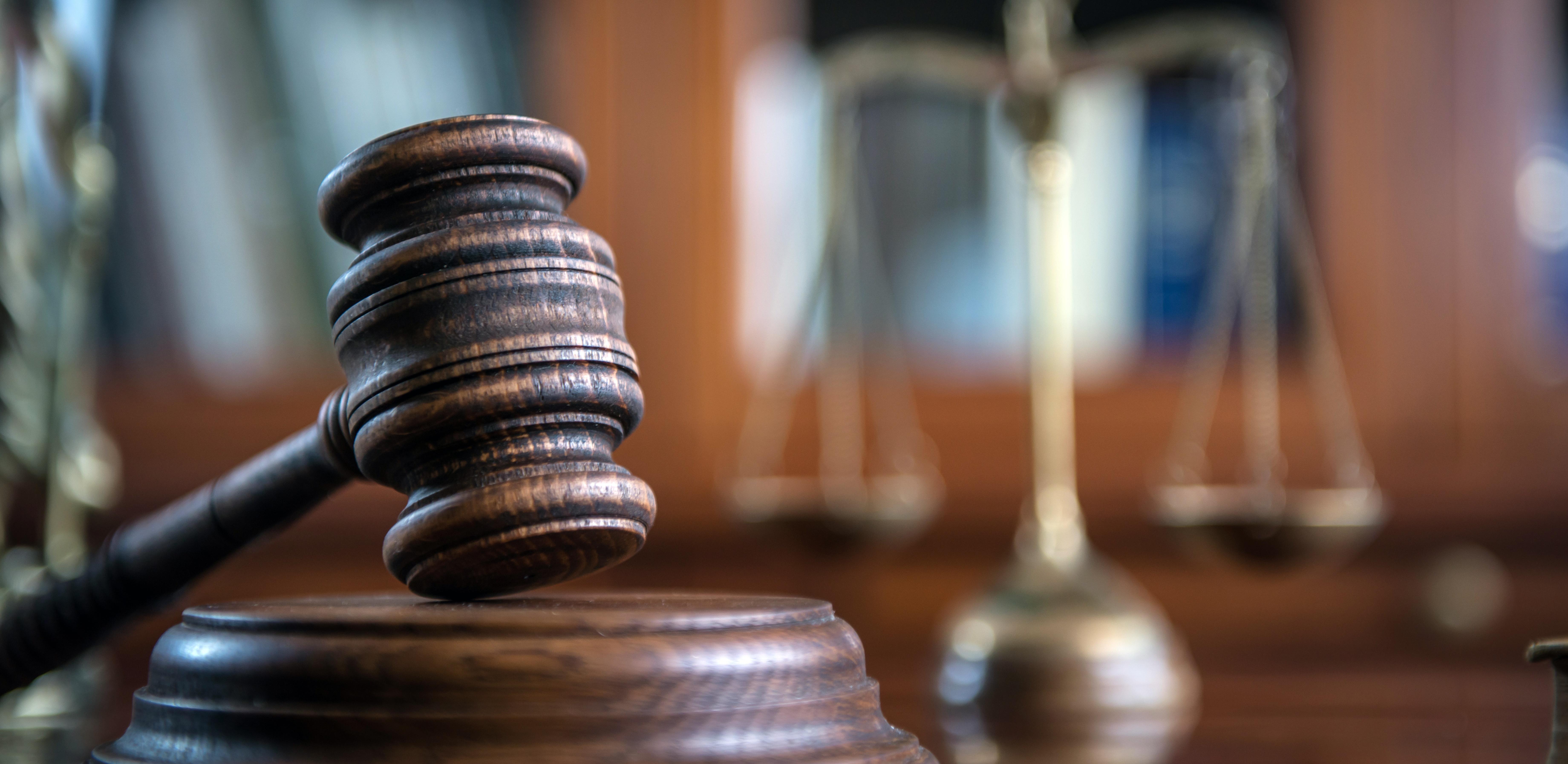 Portada para blog post Diferencias entre un Licenciado en Derecho y una carrera de Abogado