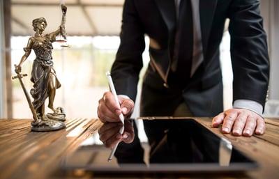 Abogado y licenciado en derecho